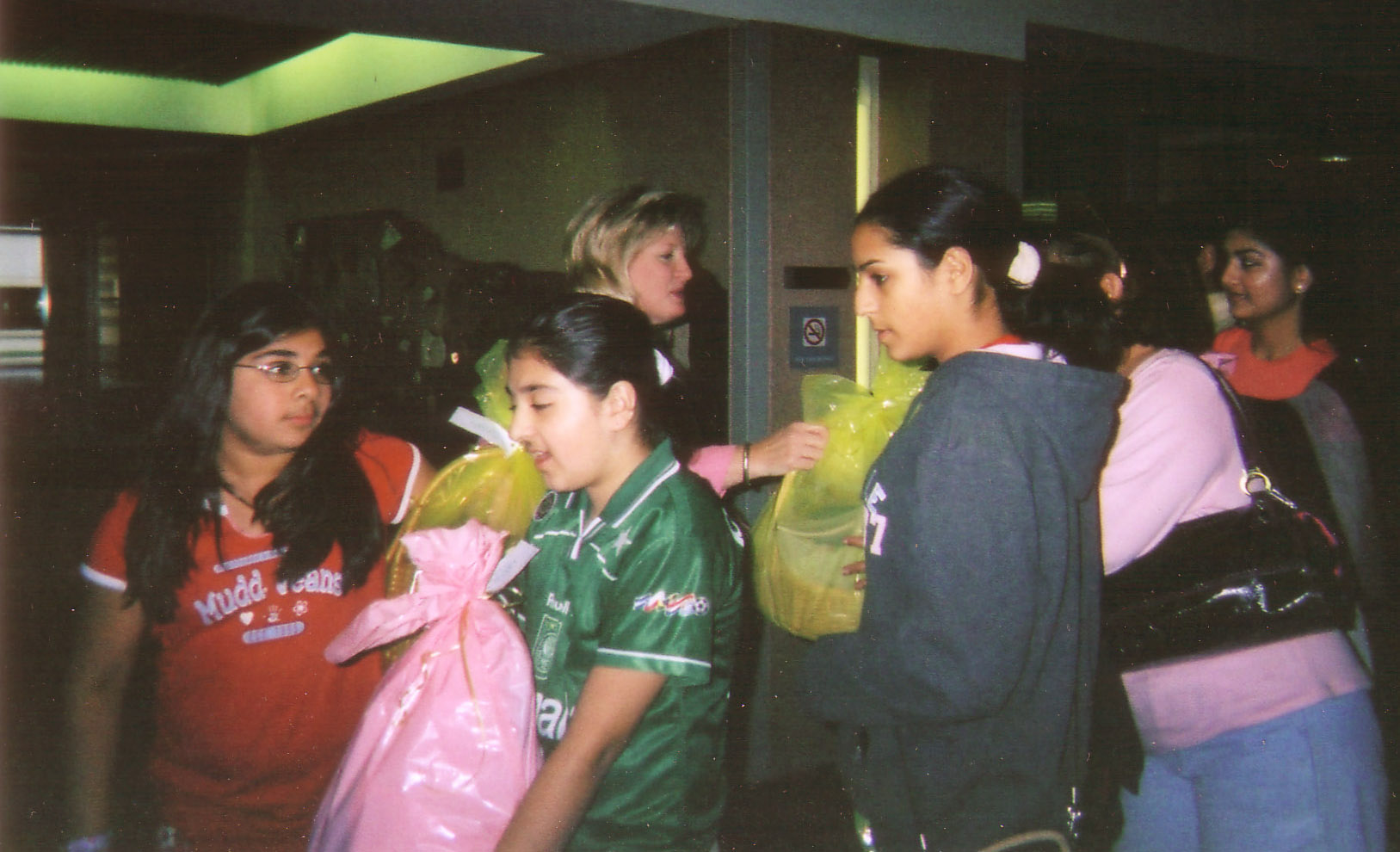 youth_giving_baskets_at_inova_hospital.jpg